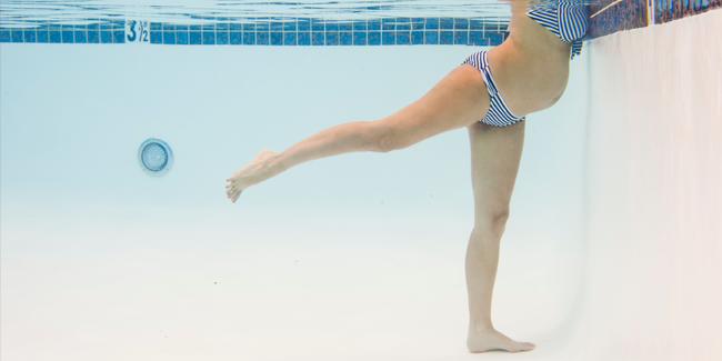 Beneficios y ejercicios de natación en el embarazo