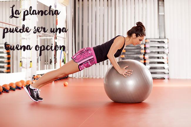 Un ejercicio sencillo y no hiperpresivo puede ser la plancha abdominal